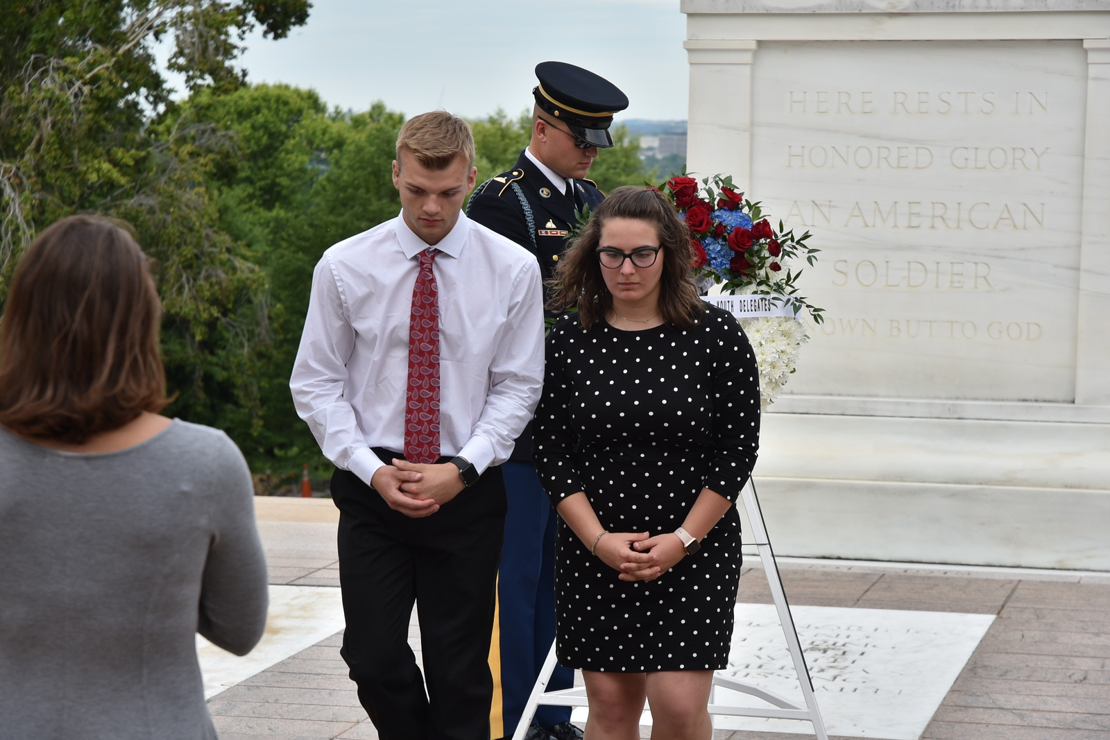 Youth tour students place a wreath at the Tomb of the Unknown